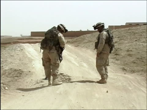 april 2004 us army eod soldiers sweeping dirt road for landmines / ghazni afghanistan - metal detector sicurezza video stock e b–roll