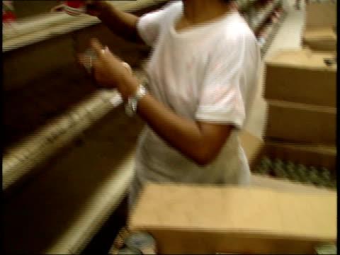 stockvideo's en b-roll-footage met april 25 1987 ts supermarket employee stocking almost empty shelves / managua nicaragua - managua
