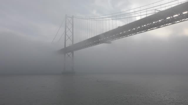 4 月 25 日橋でセカテドラル - 4月25日橋点の映像素材/bロール