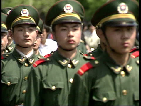 vídeos de stock, filmes e b-roll de april 27, 1989 film montage police forming barrier in response to tiananmen square protest/ beijing, china/ audio - 1980 1989