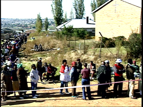april 27 1994 pan voters standing in line during the first allrace election / johannesburg gauteng south africa - anno 1994 video stock e b–roll