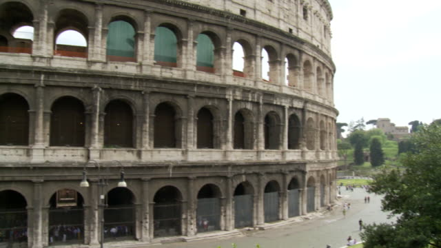 april 27, 2006 exterior of the colosseum / rome, italy - colosseo video stock e b–roll