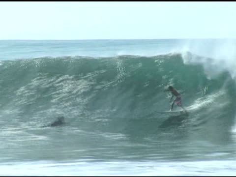 april 3, 2007 a surfer front side carving a crowded wave and disappearing into the break / puerto escondido, oaxaca, mexico - letterbox format stock videos & royalty-free footage