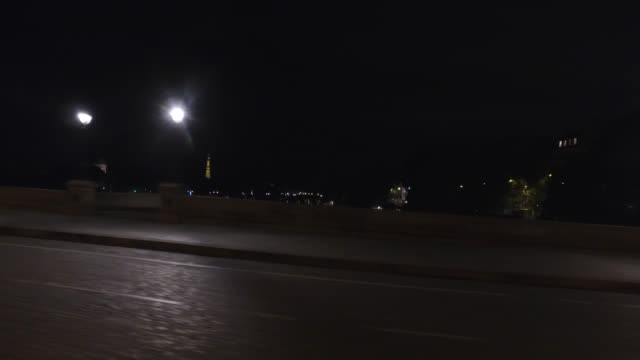 april 30, 2020 in paris, france. cross pont neuf, a thursday evening at 10 p.m., without traffic and without people - ポンヌフ点の映像素材/bロール