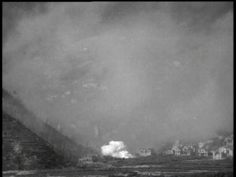april 4 1945 ws smoke from an explosion rising and filling a valley / italy - råmaterial bildbanksvideor och videomaterial från bakom kulisserna