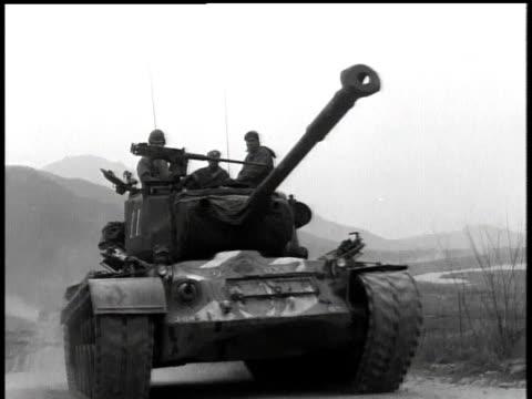 april 7, 1951 montage men riding on top of a moving tank / korea - 1951 bildbanksvideor och videomaterial från bakom kulisserna