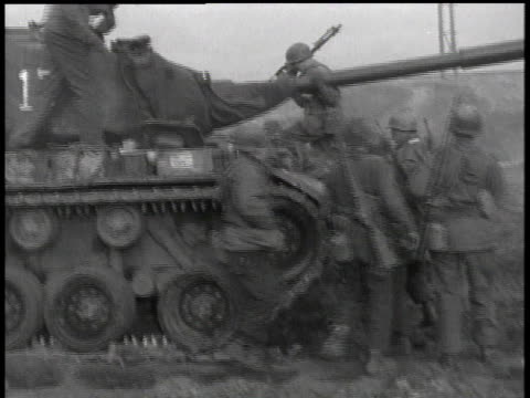 april 7, 1951 soldiers climbing aboard tank / korea - 1951点の映像素材/bロール