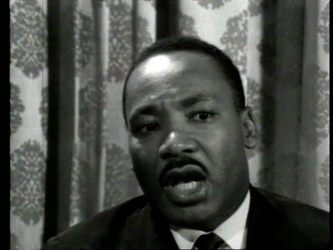 april 7, 1964 martin luther king jr. being interviewed/ london, england/ audio - アメリカ黒人の歴史点の映像素材/bロール