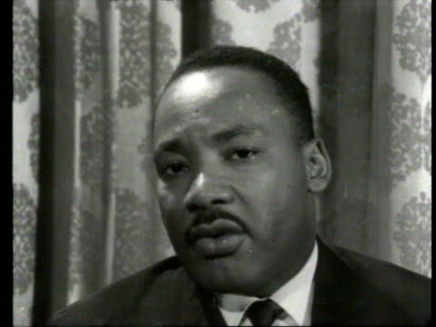 april 7 1964 ws people standing on steps at st paul's cathedral/ cu martin luther king jr walking through crowd/ cu king being interviewed/ london... - 35 39 years stock videos & royalty-free footage