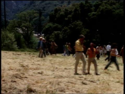 april 7, 1968 montage young people gathering in field / los angeles, california, united states - モンタージュ・ビバリーヒルズ点の映像素材/bロール