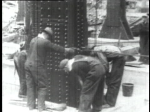 april 8 1930 tu first columns being erected at empire state building site / new york city new york united states - 1930年点の映像素材/bロール