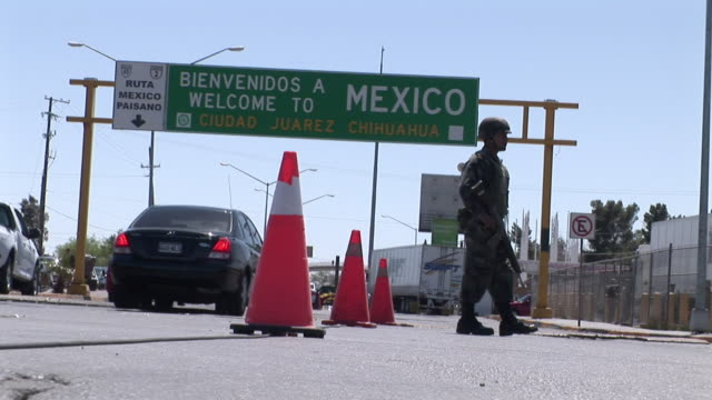 April 9 2009 WS LA Mexican Soldier watching cars passing by at Mexican and US border Juarez Chihuahua Mexico AUDIO