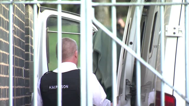 april jones murder suspect mark bridger arriving at court getting out of prison van, slomo replay. the murder april jones trial continues on may 01,... - crime or recreational drug or prison or legal trial点の映像素材/bロール
