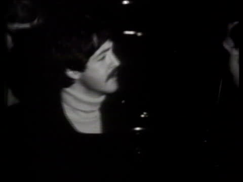 april; paul mccartney announces beatles split in 1970 itn reporting 66 no. 49 item 1 b/w england: london: ext/night fans outside emi recording studio... - the beatles bildbanksvideor och videomaterial från bakom kulisserna