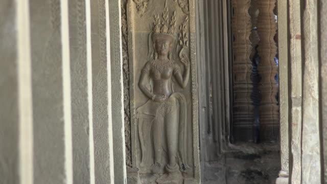 ZO / Apsara relief in Angkor Wat temple