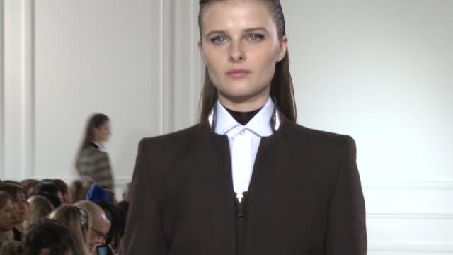 vídeos de stock, filmes e b-roll de aquascutum london fashion week autumn/winter 2012 on february 18 2012 in london england - semana da moda de londres