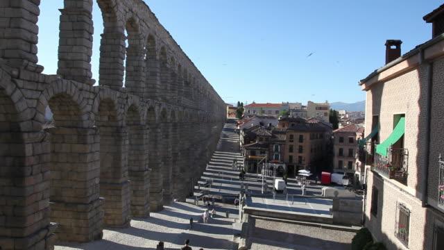 aqueduct (acueducto de segovia), esplanade, segovia, spain - segovia stock videos & royalty-free footage