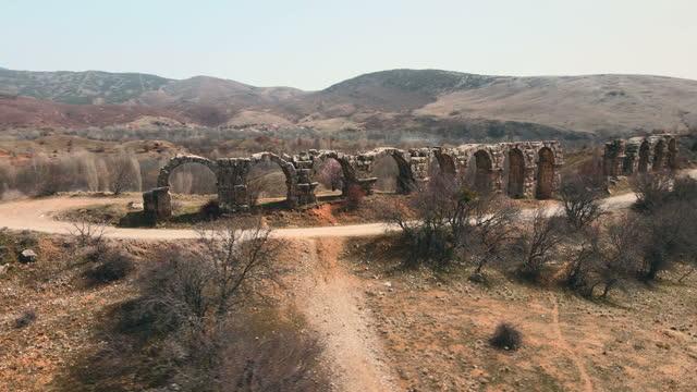 vídeos y material grabado en eventos de stock de acueductos de pisidian antioch en yalvac, isparta, turquía - arco característica arquitectónica