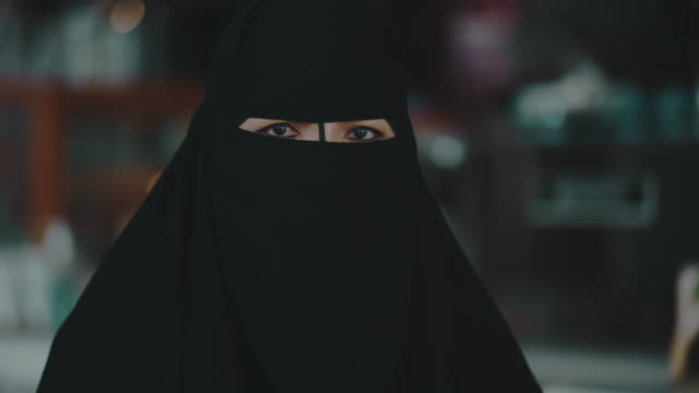 arab middle east woman at her small business - religious dress stock videos & royalty-free footage