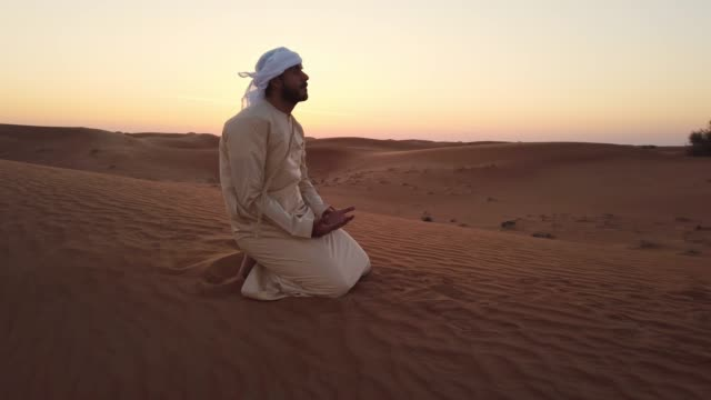 arab praying on a sand dune - praying stock videos & royalty-free footage
