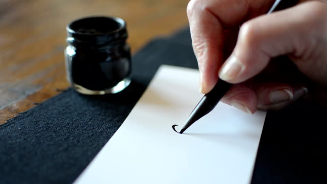 Arabic calligraphy: writing the letter Yaa