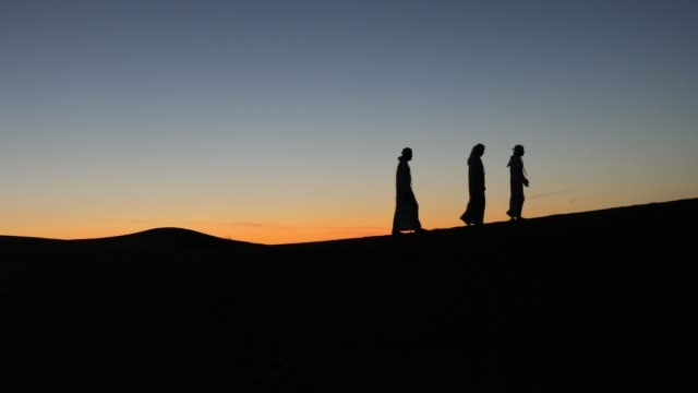 arabs in the desert on the top of sand dune - islam stock videos & royalty-free footage