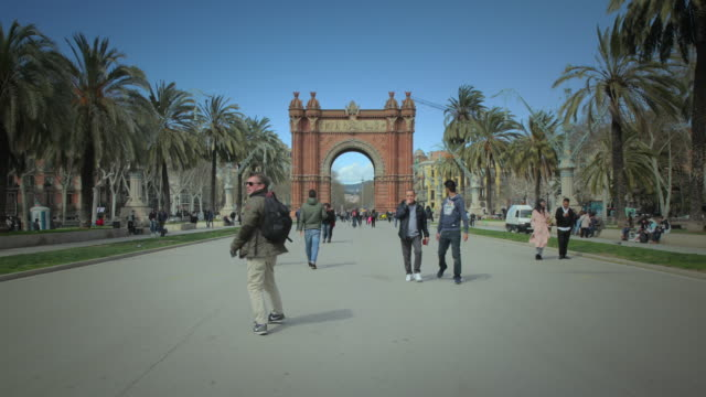 arc de triomf, barcelona (hyperlapse) - arch architectural feature stock videos and b-roll footage
