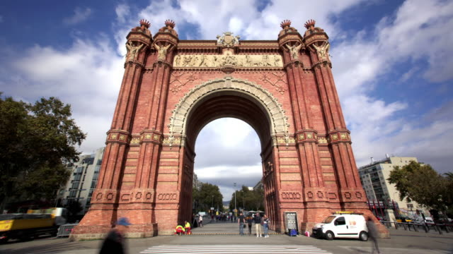 vídeos de stock, filmes e b-roll de arc de triomf, barcelona, espanha - arco característica arquitetônica