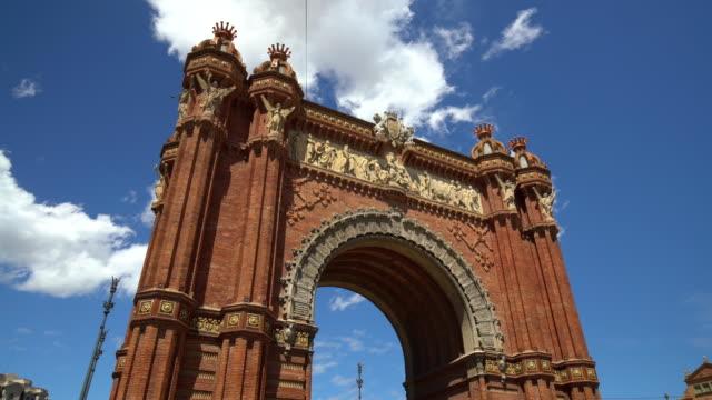 vídeos y material grabado en eventos de stock de arco de triunfo en barcelona, time lapse - arco triunfal