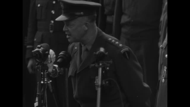 ms arc de triomphe / ms allied army commander general dwight eisenhower walks toward eternal light at the tomb of the unknown soldier in paris / mls... - esercito militare francese video stock e b–roll