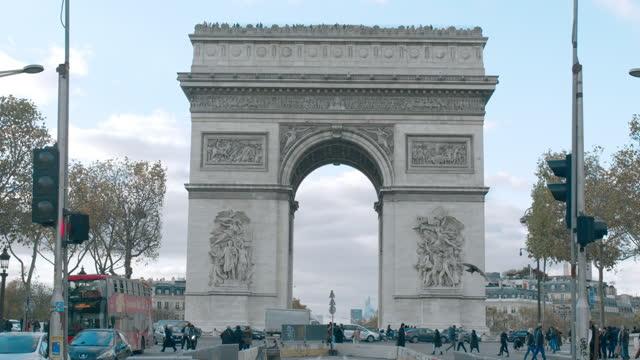 arc de triomphe and avenue des champs elysees - avenue des champs elysees stock videos & royalty-free footage
