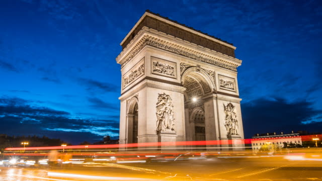 arc de triomphe at night time lapse - fanale anteriore video stock e b–roll