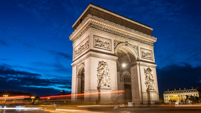 vídeos de stock e filmes b-roll de arc de triomphe at night time lapse - arco caraterística arquitetural
