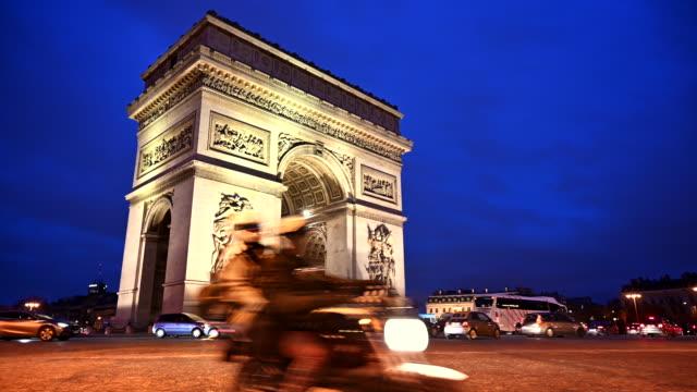 vidéos et rushes de arc de triomphe la nuit - arc élément architectural
