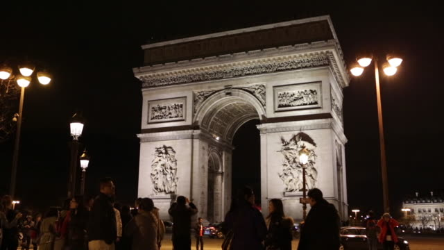 arc de triomphe at night - パリ凱旋門点の映像素材/bロール