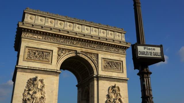 vidéos et rushes de arc de triomphe at place charles de gaulle, paris, france, europe - arc élément architectural