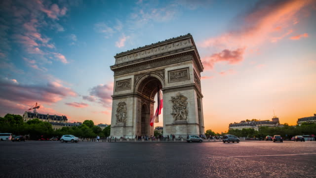 vídeos de stock, filmes e b-roll de arco de triomphe no por do sol, paris-france - arco triunfal