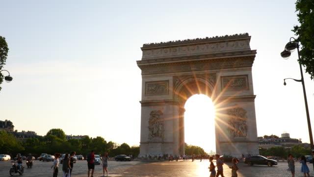 arc de triomphe at sunset, tracking left - arc de triomphe paris stock videos & royalty-free footage