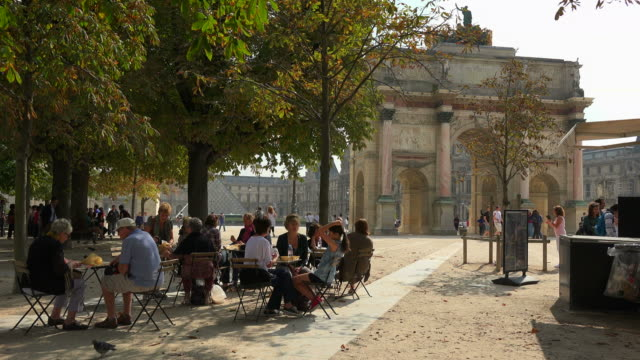 arc de triomphe du carrousel, place du carrousel, paris, france, europe - arc de triomphe paris stock videos & royalty-free footage