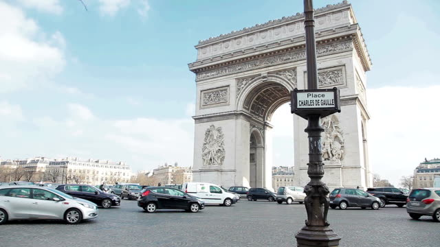 arc de triomphe in paris, france - triumphal arch stock videos & royalty-free footage