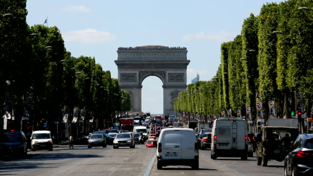 arc de triomphe in paris, time lapse - architectural feature stock videos & royalty-free footage
