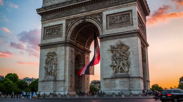 arc de triomphe in paris under moody sunset clouds - 4k cityscapes, landscapes & establishers - french flag stock videos & royalty-free footage