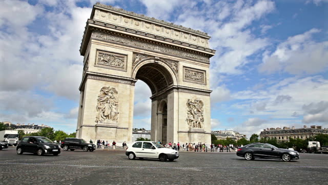 arc de triomphe in paris - arc de triomphe paris stock videos & royalty-free footage