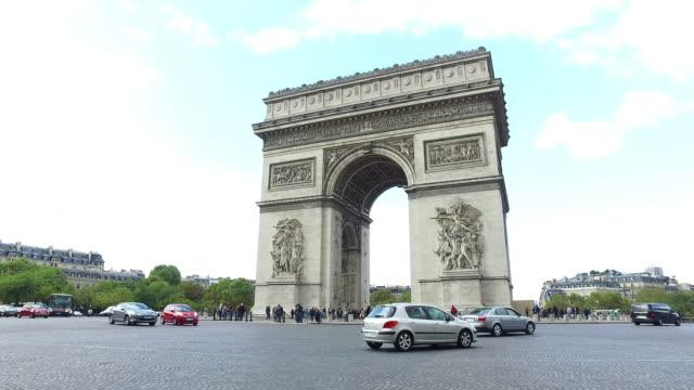 vídeos y material grabado en eventos de stock de arco del triunfo en parís - arco triunfal