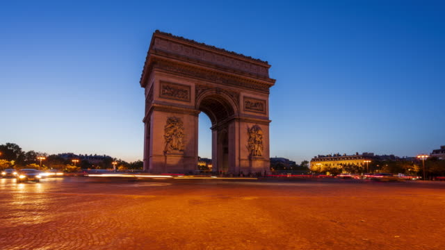 arc de triomphe, paris, day to night 4k time lapse - sequential series stock videos & royalty-free footage