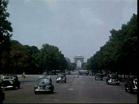 stockvideo's en b-roll-footage met arc de triomphe, paris, france, 1951 - oorlogsmonument
