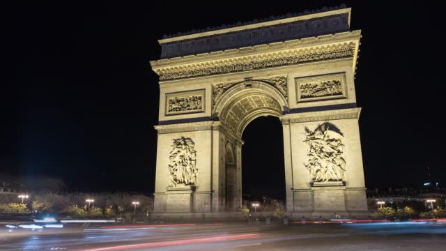 arc de triomphe, paris, france, night time lapse - arc de triomphe stock videos and b-roll footage