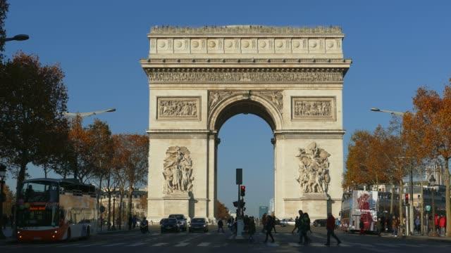 arc de triomphe, paris, france - triumphal arch stock videos & royalty-free footage