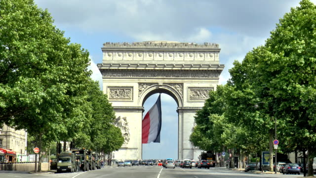 arc de triomphe paris, frankreich - triumphbogen paris stock-videos und b-roll-filmmaterial