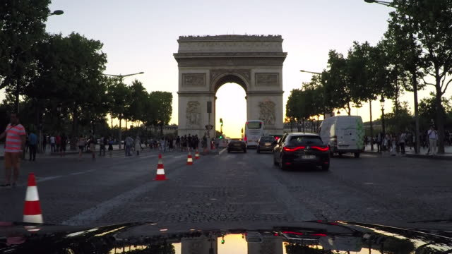 arc de triomphe,paris. tracking shot from vehicle. slow-motion. - moving process plate stock videos and b-roll footage